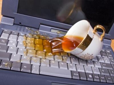 Что делать, если залил ноутбук водой или чаем